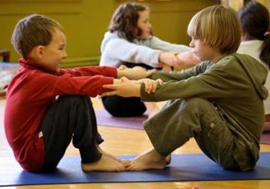 practicar yoga es muy bueno para los niños