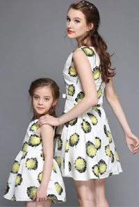madre-e-hija-vestidas-iguales
