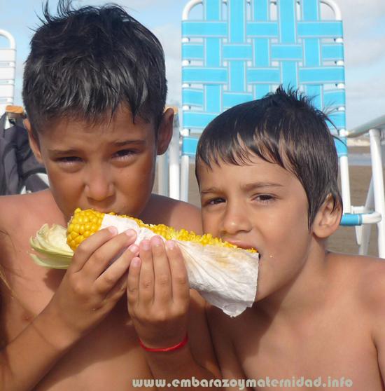 ¿Cómo debe ser la alimentación de los niños?