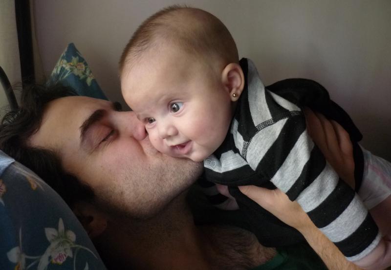 El afecto físico aporta un importante desarrollo en el bebé