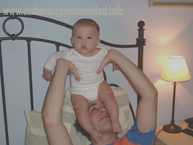 ¿Hasta qué edad los chicos deben dormir con los papás?