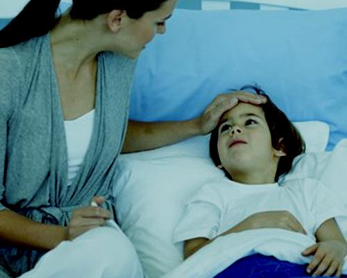 ¿Cómo se trata la urticaria crónica en los niños?
