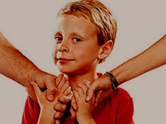 La sobreprotección y ser posesivos asfixia a nuestros hijos