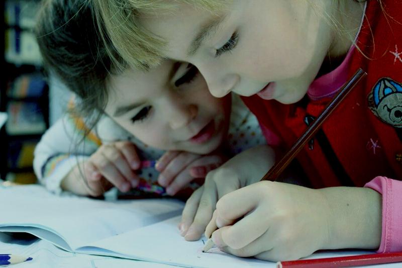 ¿Cómo le enseño a mi hijo a lidiar con el aburrimiento?