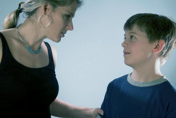 Los efectos tóxicos que genera ser una madre controladora