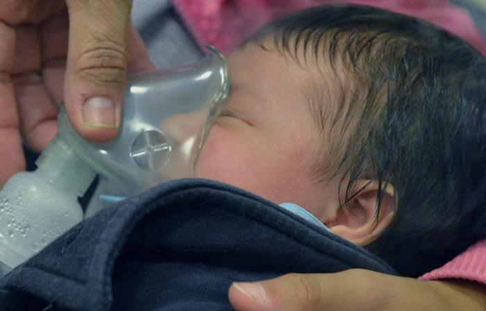 Como tratar la neumonía en bebés y niños