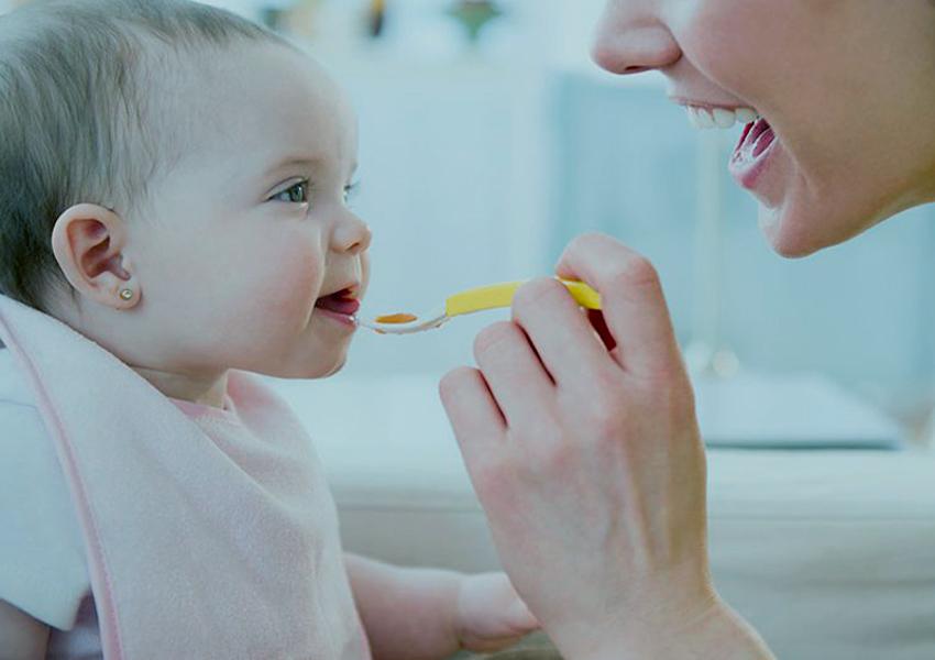 Cuándo y cómo empezar a incluir los cereales en la dieta del bebé