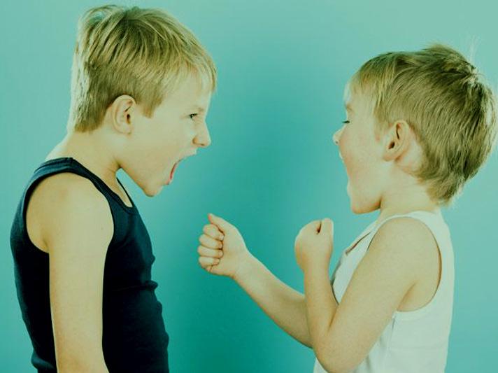 Formas de enseñarle a nuestro hijo a defenderse sin violencia