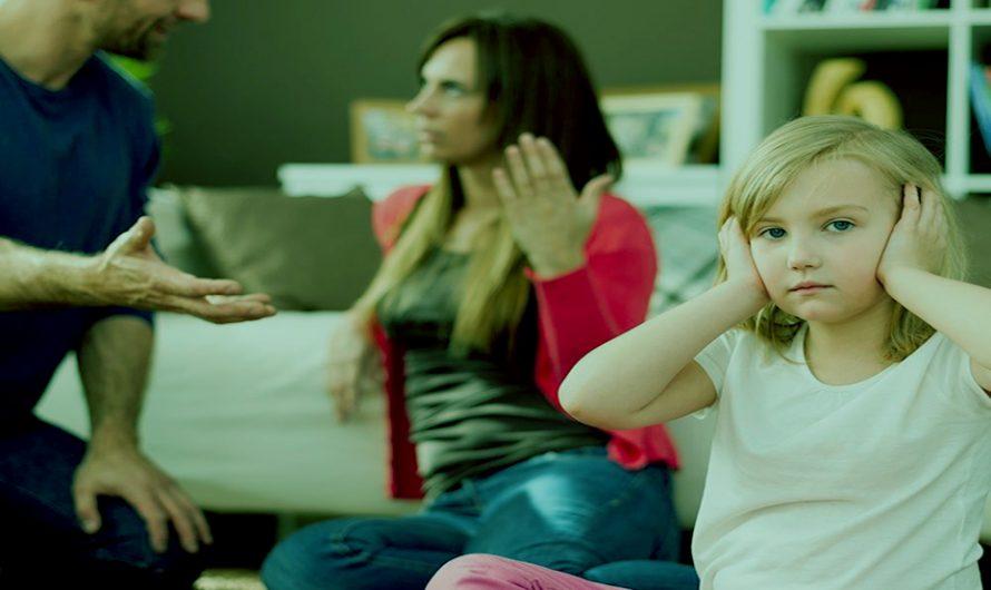 Los padres no deben discutir frente a sus hijos