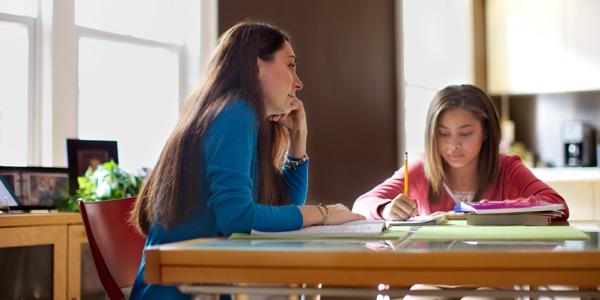 ayudar con los deberes escolares